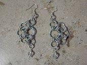 orecchini in catena azzurra, fatti a mano