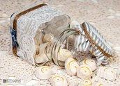 Vasetto di vetro con gessetti profumati decorato