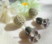 Orecchini a pallina all'uncinetto fatti a mano verde oliva