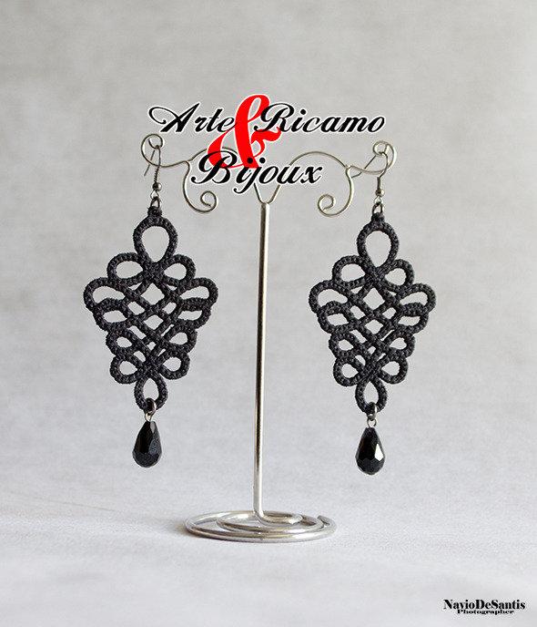 orecchini in pizzo macramè con pendenti by Arte Ricamo & Bijoux