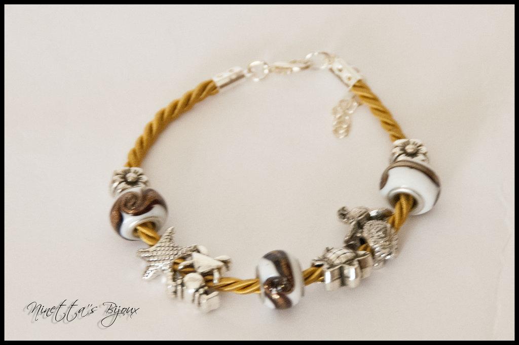 bracciale con cordoncino e perle a foro largo