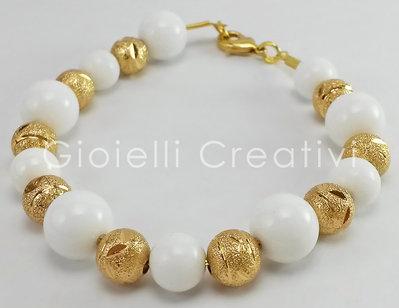 Bracciale da donna glamour ed elegante in Giada bianca e metallo color oro