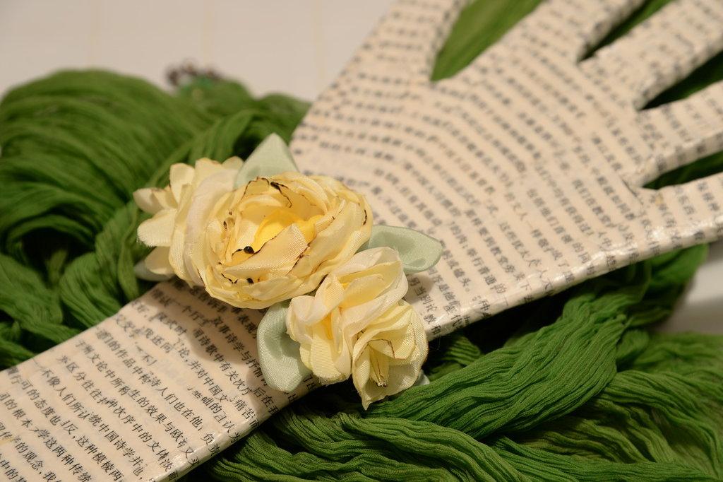 Braccialetto con fiori tessuto giallo