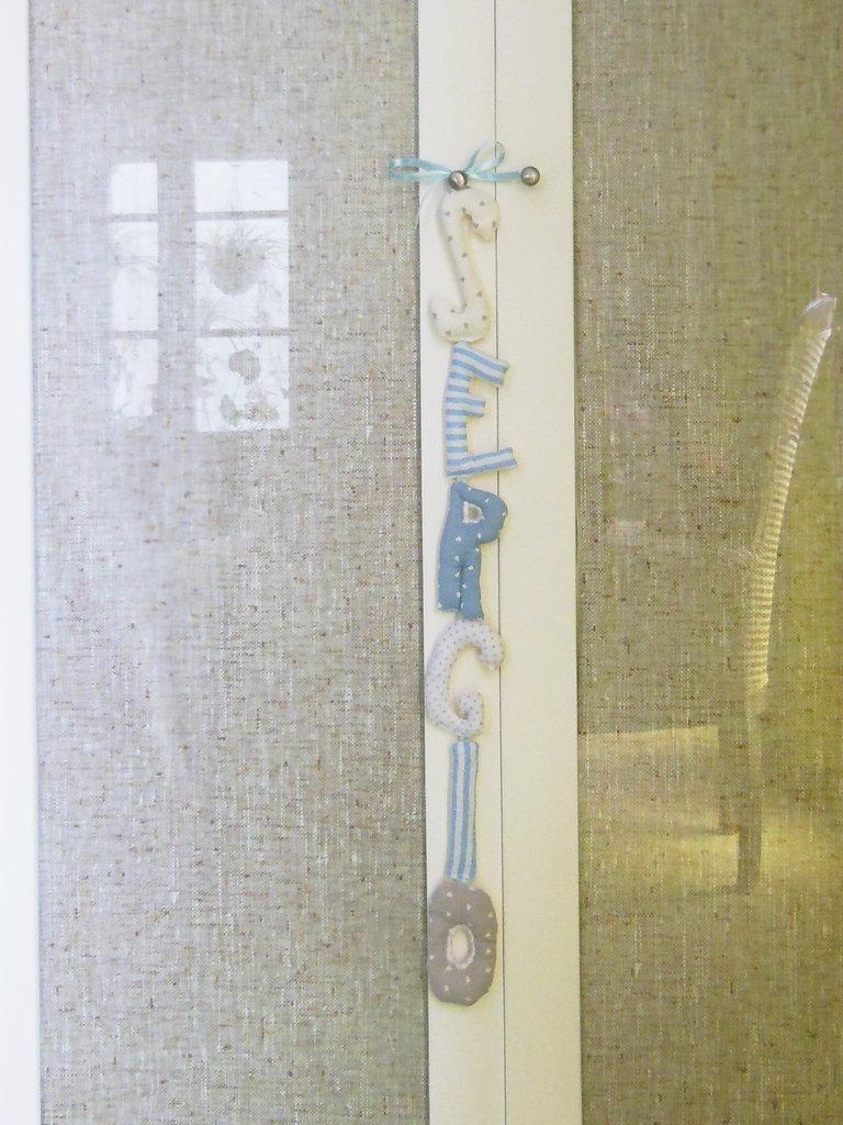 SERGIO: targa decorativa scritta con lettere di cotone imbottito.
