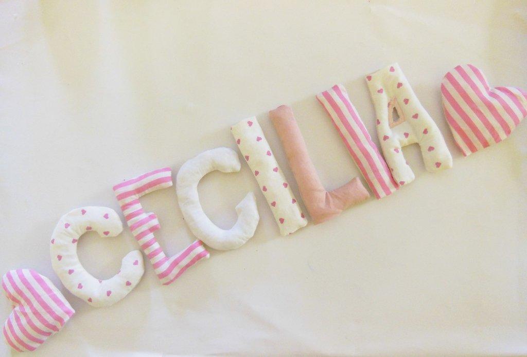 CECILIA: targa nominativa in lettere di cotone imbottito per decorare la cameretta della vostra bambina