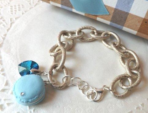 Bracciale con catena, macaron e cuore a ciondolo blu azzurro