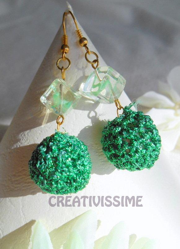 Orecchini a pallina all'uncinetto fatti a mano verde smeraldo lamè