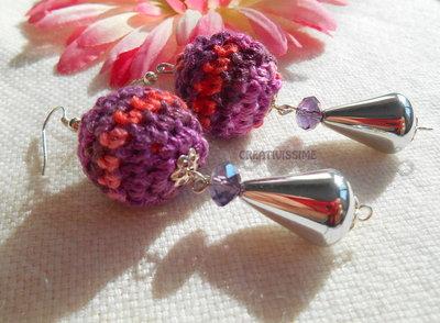 Orecchini a pallina all'uncinetto fatti a mano viola arancione