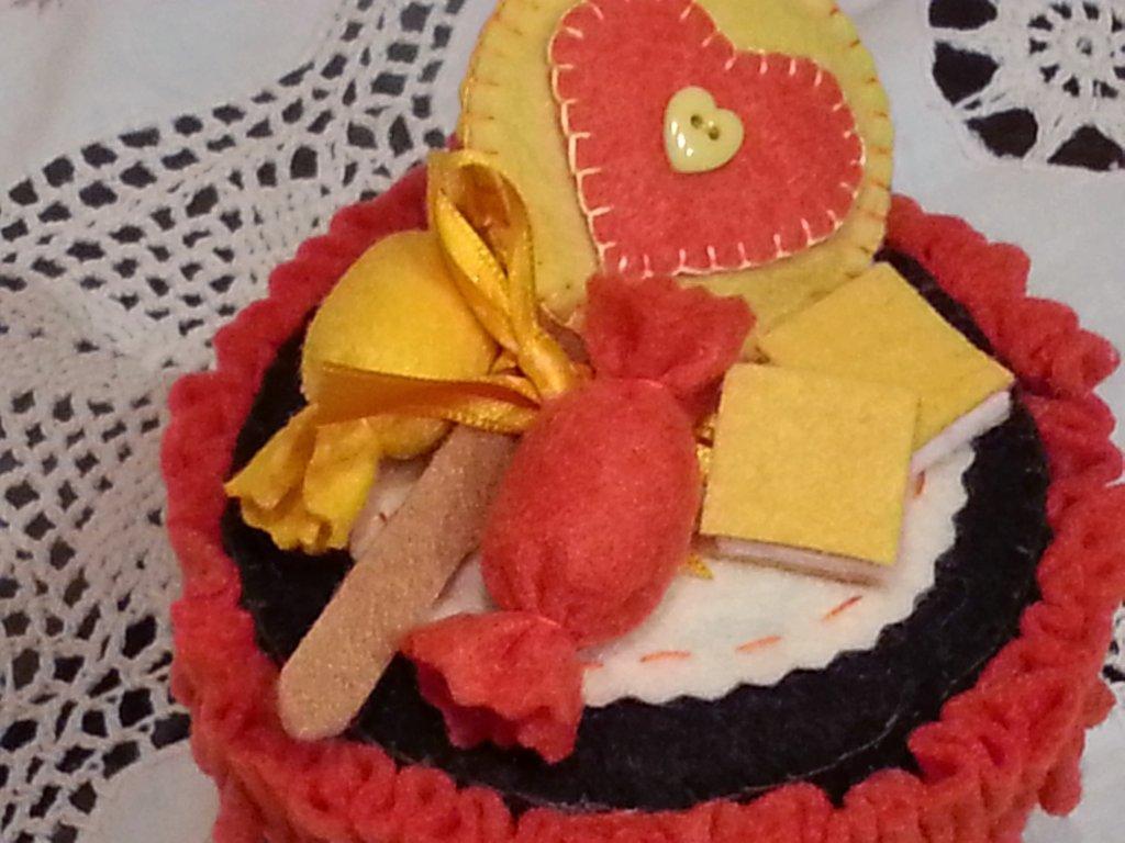 Barattolo porta caramelle decorato in feltro
