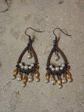 """Orecchini pendenti """"Elizabeth"""" color bronzo con perle"""