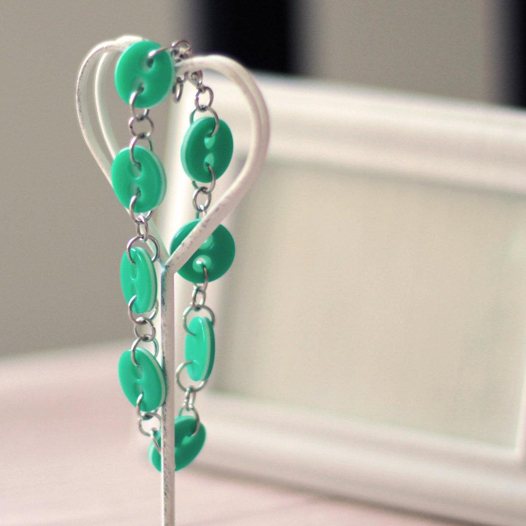 B37.14 - Bracciale verde con bottoni vintage