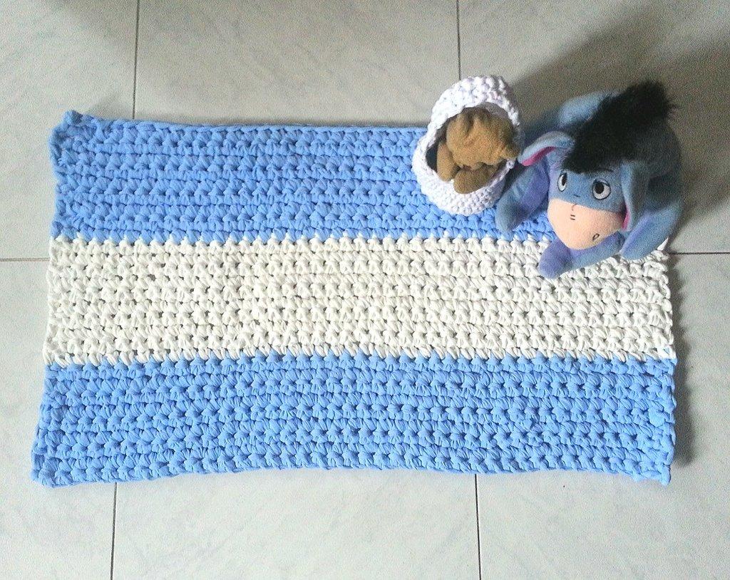 tappeto rettangolare in fettuccia a crochet per