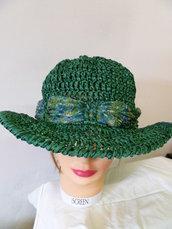 cappello in rafia verde