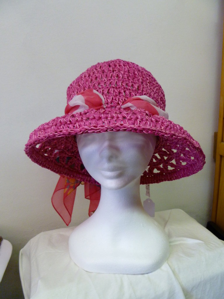 cappello in rafia fucxia