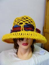 cappello in rafia giallo