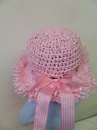 cappello di rafia rosa da bambina