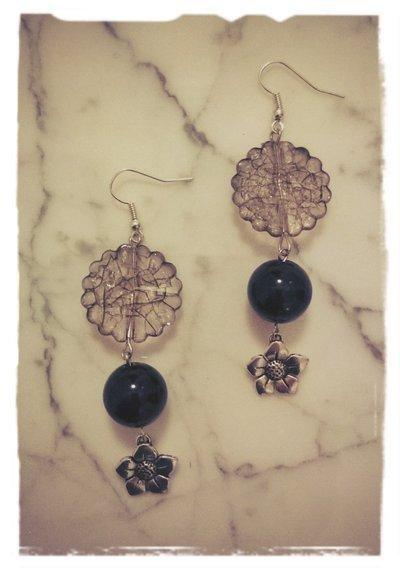 Orecchini con perle e charms