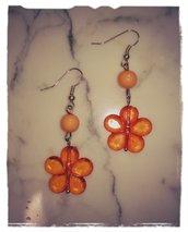 Orecchini con perlina a fiore