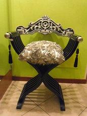 Sedia savonarola restaurata