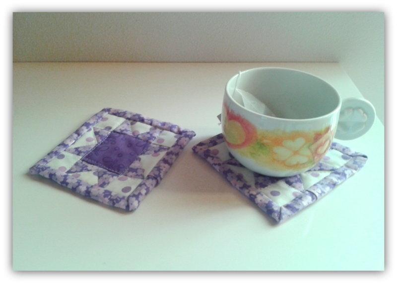 Sottobicchieri lilla realizzati come mini quilt
