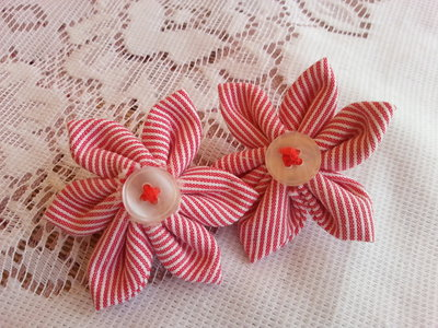 orecchini a clips con fiori in stoffa