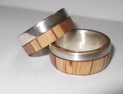 Anello d'argento 925 con legno di ulivo fascia laterale d'argento