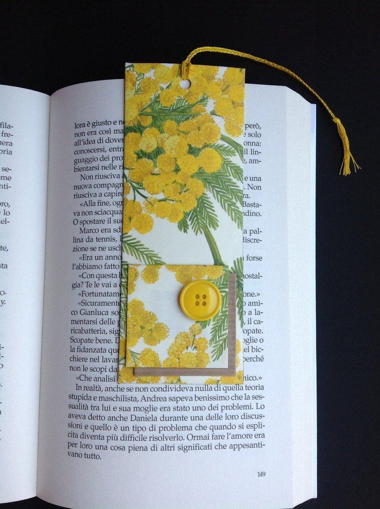 Segnalibro di carta con mimose