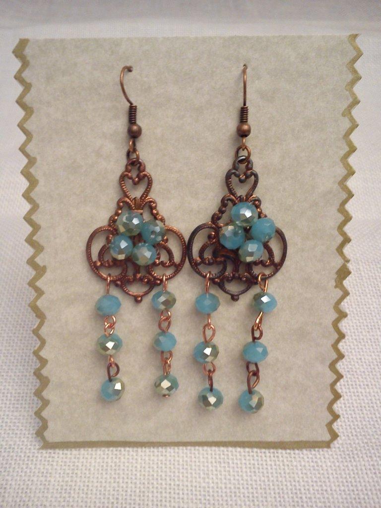 orecchino pendente in rame e cristalli