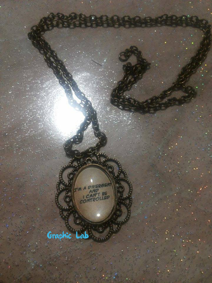 Collana cammeo ovale in bronzo Divergent.
