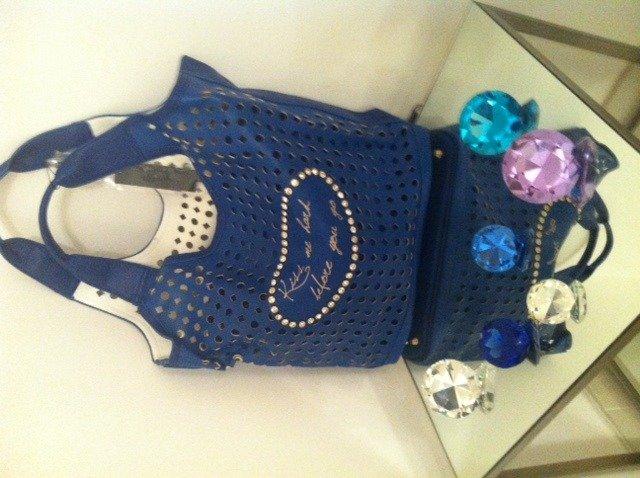 Borsa eco a sacco blu traforata con borsello interno
