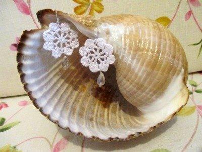 fiore bianco con pendente cristallo