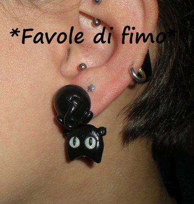 orecchini gatti neri penzolanti