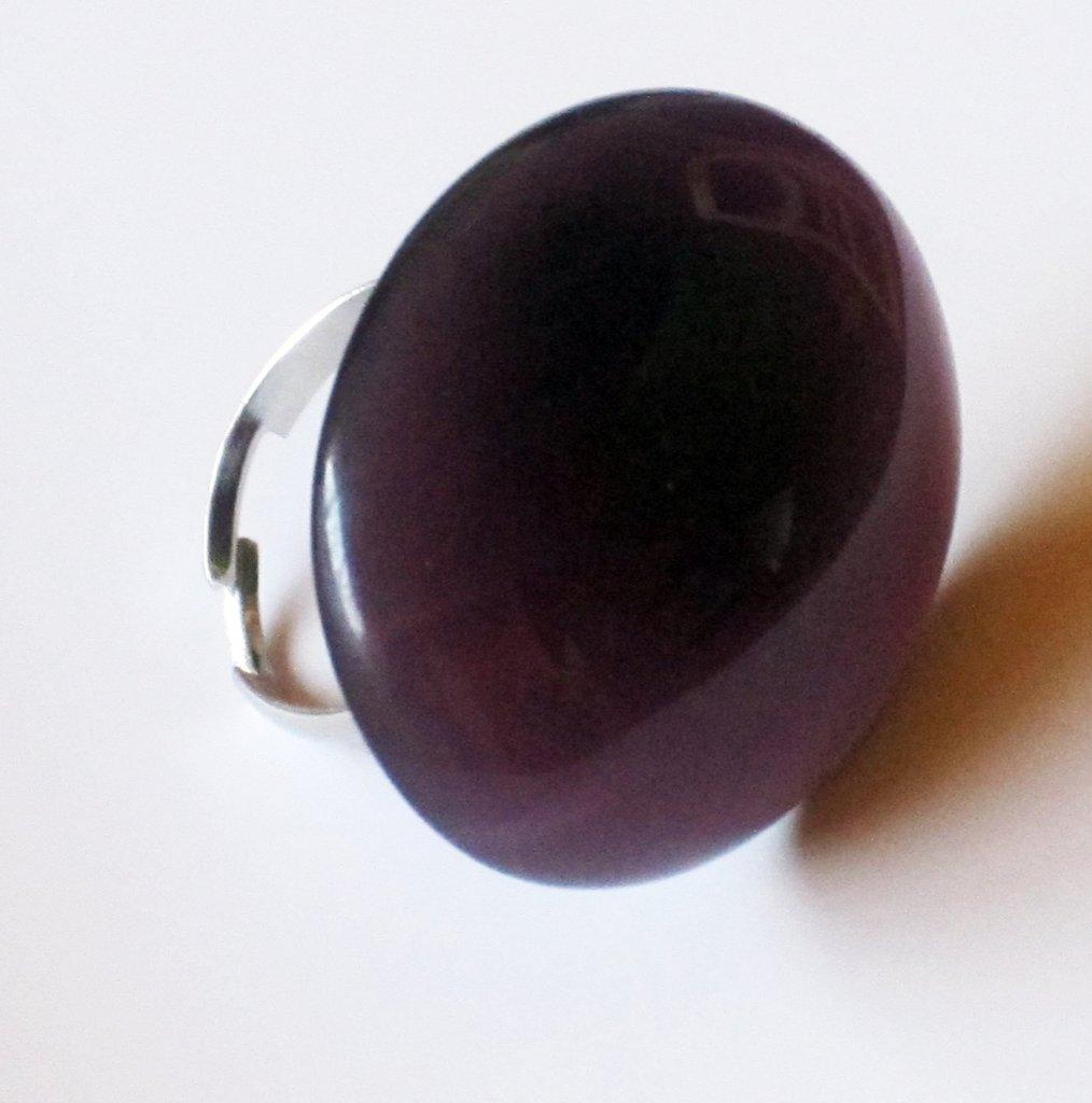 Anello viola ovale