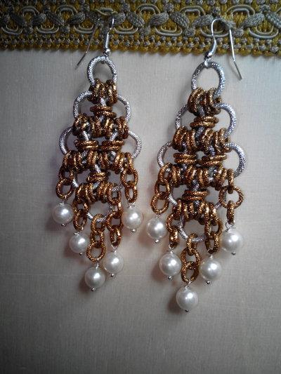 Orecchini chainmail e perle