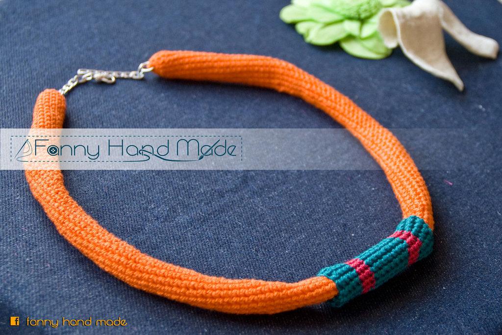 collana in filo di Scozia arancione - tubolari amigurumi