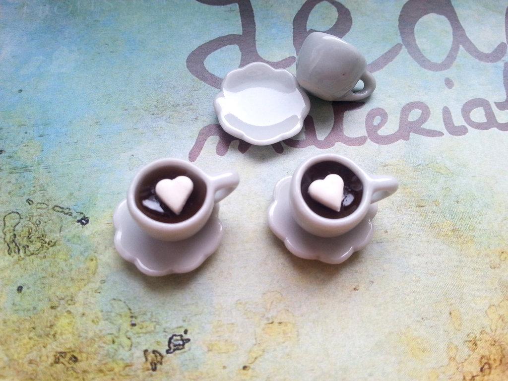 Tazzina e piattino miniatura, caffè con zolletta di zucchero