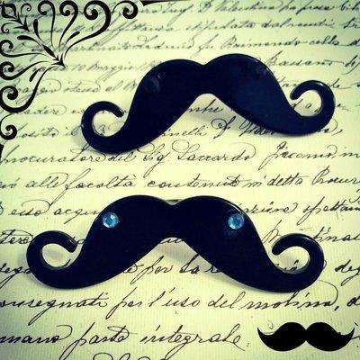 Anello Moustache