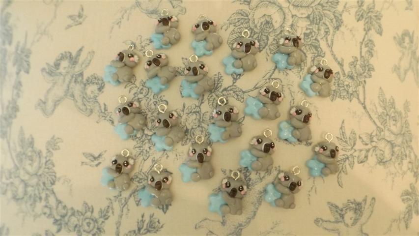 INSERZIONE PER PUKKIA - 20 ciondoli koala con fiore celeste