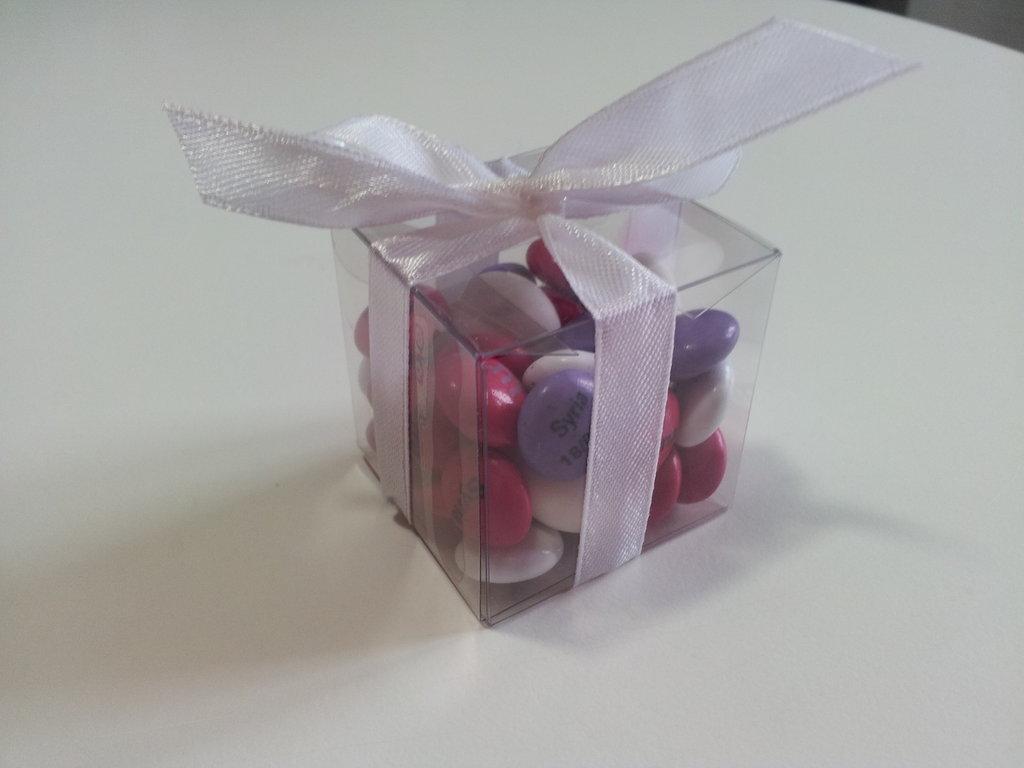 Scatolina bomboniera con confettini colorati
