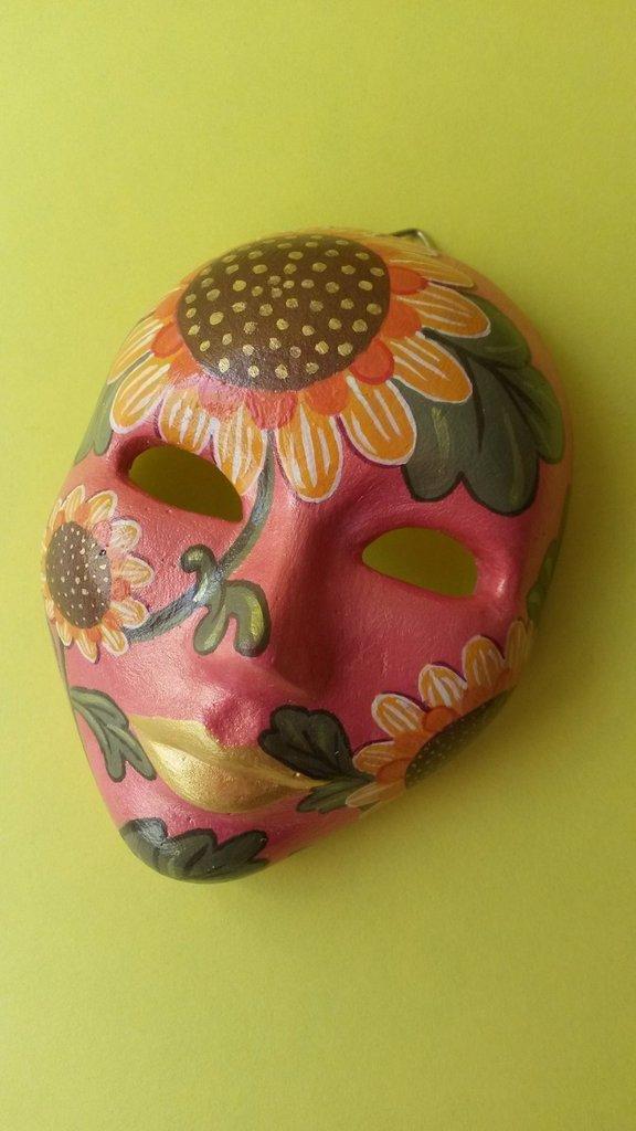 maschere di gesso decorate