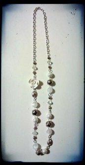 Collana con pietre e perle