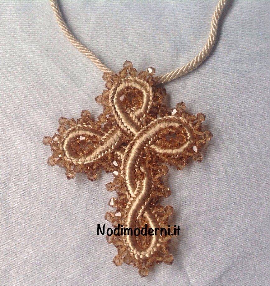 Collana con ciondolo croce in passamaneria con cristalli Swarovski cuciti