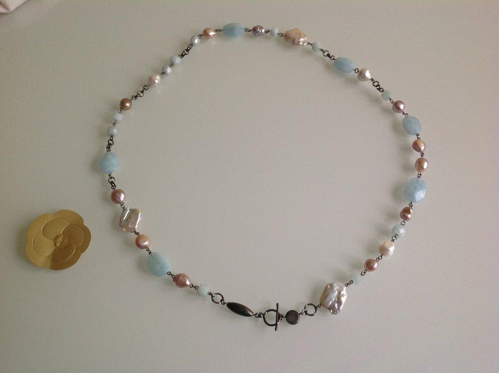 Collana di perle di fiume e acquamarina grezza