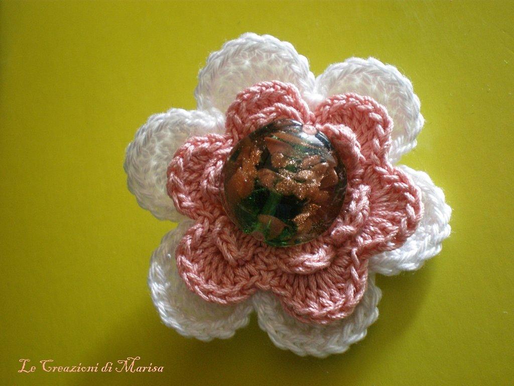 Spilla fiore uncinetto
