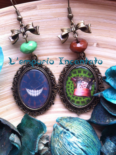 """Orecchini """"Alice in Wonderland"""" perle verdi/marroni"""