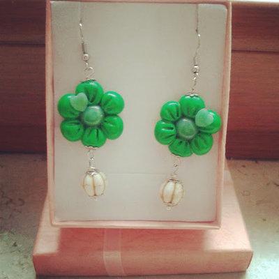 orecchini pendenti fiore