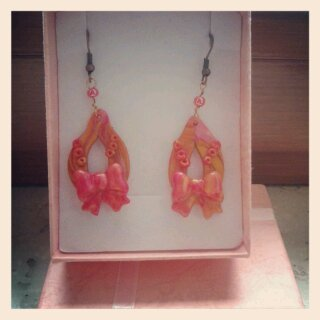 orecchini pendenti con fiocco
