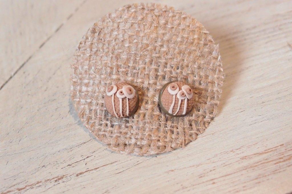 ORECCHINI LOBO FIMO CABOCHON  - RICAMO FIORI MODELLO 1-  deliziosi gioielli fatti a mano bricie&micie