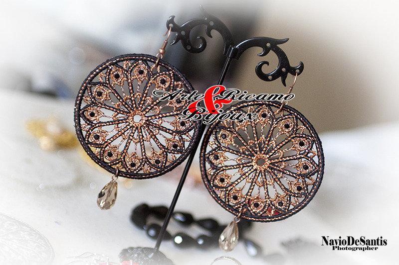 Orecchini Rosoni d'Italia in pizzo con pendenti by arte Ricamo & bijoux