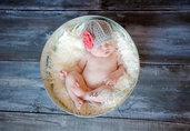 Cappello neonata primaverile realizzato all'uncinetto,in cotone con fiore appliacato